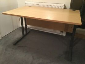 Desk with light Oak veneer finish