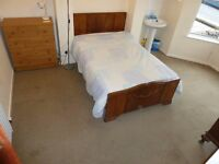 STRANMILLIS: DOUBLE ROOM with sink on ground floor of 5 bed house.
