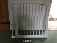 Lindam child safety gate with extension bar