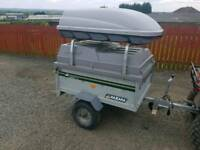 Daxara car tipping trailer with lockable hard top lid and roof box