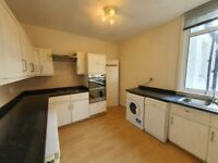 Exceptionally large 1st floor 1bed garden flat to let in Grove Park just off Chinbrook Rd.
