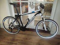 TREK 2014 elite 8.5 hardtail mtb bike, light road use only, stunning condition.