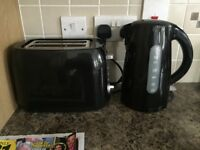 Kettle and toaster for sale like new