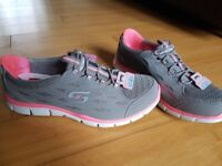 Ladies memory foam skechers size 5.5 brand new with tags