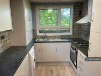 2 bedroom flat in Priors Field, Northolt, UB5 (2 bed) (#1218766)