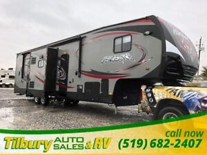 2014 Forest River Vengeance 320A Toy Hauler. Fifth Wheel.