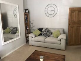 One bedroom flat with private parking space in 7 Dials NO FEES