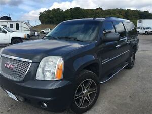 2008 GMC Yukon XL Denali MINT DVD