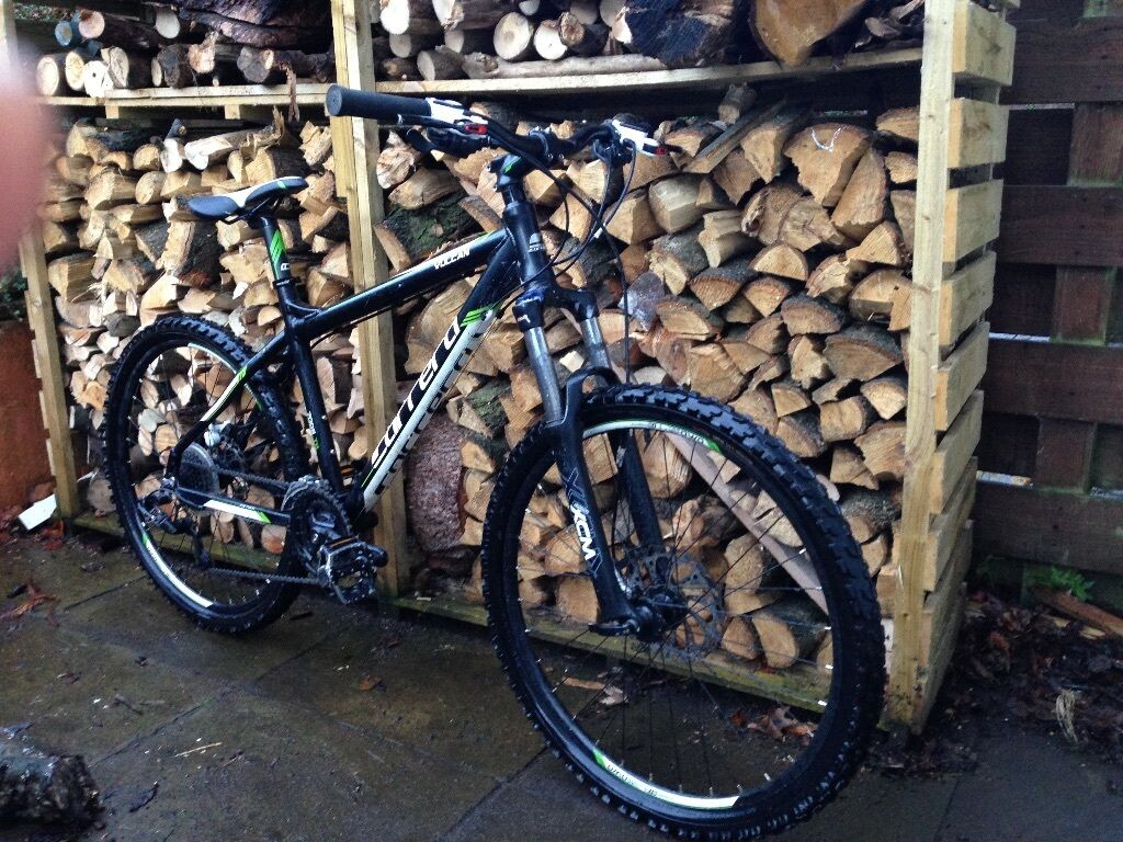 excellent cond carrera vulcan frnt suspension alu mountain bike 5 bike radar priced to go. Black Bedroom Furniture Sets. Home Design Ideas