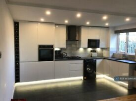 2 bedroom flat in Bridge Meadows, London, SE14 (2 bed) (#1044545)
