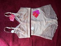 New Spanx Spotlight on Lace Bralette & Briefs Size Medium