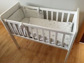 Baby's Crib & Mattress & Crib Bedding Set Complete