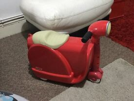 Scoot red ride along children's suitcase