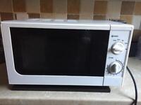 Microwave 700 watts in excellent condition only £25