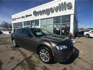2016 Chrysler 300 LIMITED, AWD, V6, NAV, ROOF, H
