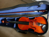 !/2 size violin outfit in excellent condition- -plays very well, suit ages 7-9 approx -great gift