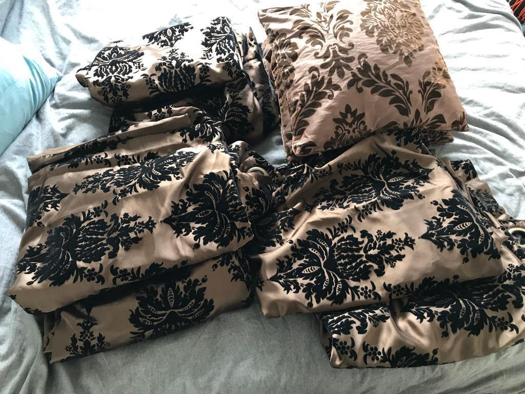 Curtain bundle 1 sets of floor to ceiling & 2 shorter sets thermal & 3 cushions