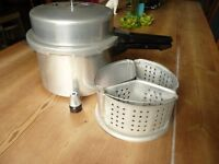 Vintage Tower 2824 High Dome Pressure Cooker 5 Litre with weight trivet basket dividers