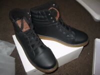 Men's black boots. Synthetic upper. Size 41 / UK 7