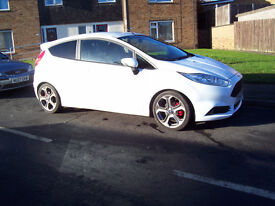 2014-64 REG FORD FIESTA ST2 WITH MOUNTUNE UPGRADE 215