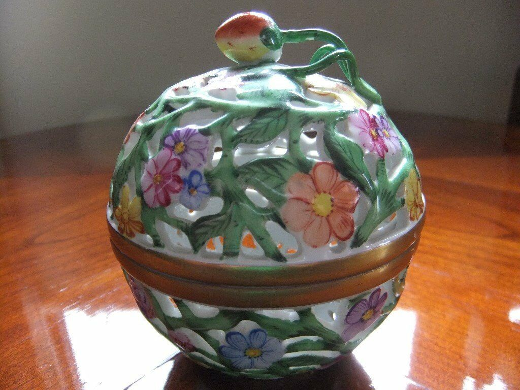 HEREND TRINKET / POMANDER BALL BOX ALL HAND PAINTED MADE IN HUNGARY IN EXCELLENT CONDITION £70