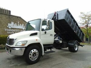 2009 Hino 338 XR7S Hook,ONLY 95000km,3 attachments.