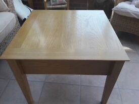 Coffee/lamp table. !!REDUCED!!