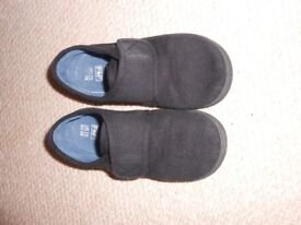 Black Plimsolls size 10 (infant)