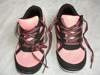 ULTRA LIGHTWEIGHT RUNNING/EXERCISE TRAINERS - SIZE 6 AS NEW - BREATHABLE MESH UPPERS