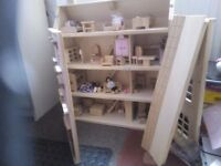 Wooden dolls house with lots of furnitures & 6 dolls