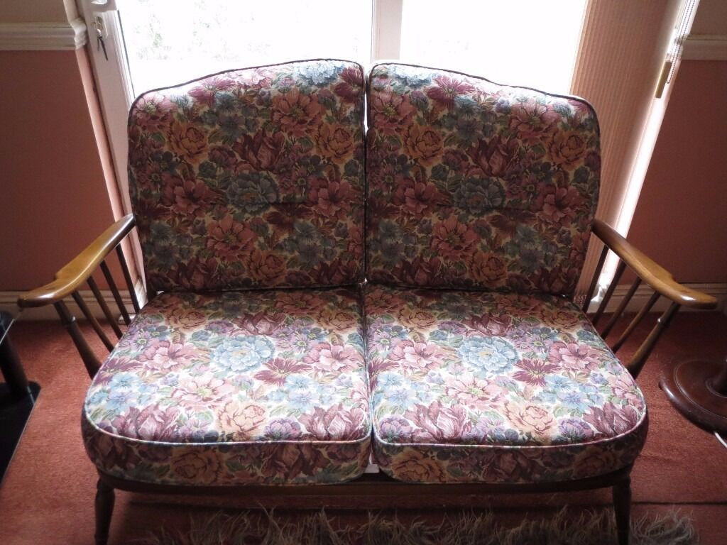 Ercol Windsor 2 Seater Wheel Back Cottage Style Settee