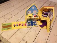 Peppa pig house, 2 cars and figures