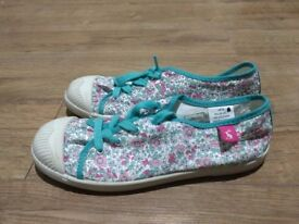 Joules - ladies floral pumps ( size 5)