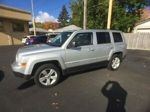 2011 JEEP PATRIOT NORTH 4x4- HEATED SEATS, SECURITY SYSTEM, CRUI