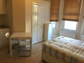 053T-WEST KENSINGTON- MODERN STUDIO FLAT, FULLY FURNISHED, BILLS INCLUDED - £225 WEEK