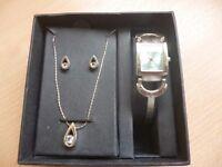Set of necklace earrings watch