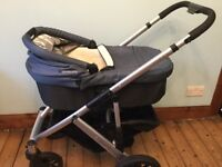 Uppababy Vista Pram with bassinet, spare sheets - IDEAL FOR LIVING AT GRANNY'S!