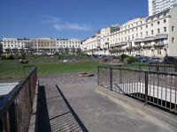 Bright 4th flr holiday apartment in the centre of town just off the sea front and close to amenities