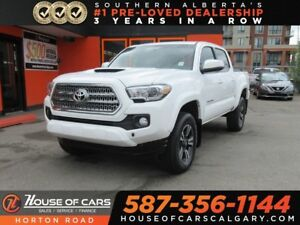 2017 Toyota Tacoma TRD Sport V6 back up cam/ low kms!
