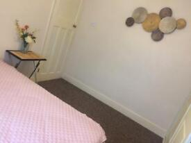 Double room close to Chadwell Heath(RM8)bills included