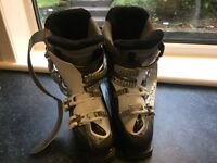Salomon Ladies ski boots uk size 6-6.5 (25-25.5)