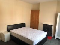 Spacious Bright Double Bedroom for PROFESSIONALS available from 1st August 2018 (Bills Included)