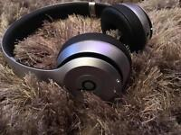 DR DRE GREY BEATS SOLO 2 WIRELESS LIKE BRAND NEW BOXED FULLY WORKING