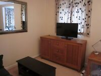 Double room with own bathroom available in a two bedroom apartment in Cowley £525