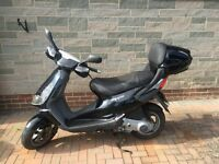 PIAGGIO SKIPPER ST125 SCOOTER w/ TOP BOX, BLACK. RECENT MOT & NEW TYRES. GREAT FOR COMMUTING!