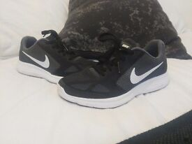 New Nike shoes, size 4