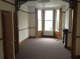Nice Clean and tidy fully Furnished 4/5 bedroom ideal student let on Garth Road
