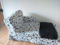 Black and white Chaise Lounge sofaI