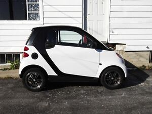 2011 Smart fortwo coupe *** (905) 240-6468