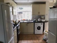 five-beds house in Roman Way B15 2SJ within 9 minutes' walk to UOB, all bills included